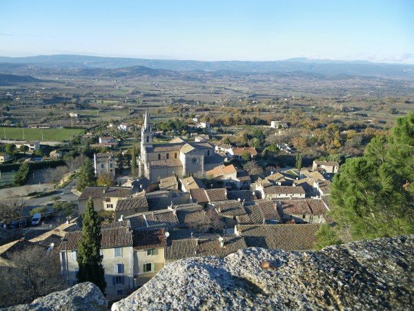 Bonnieux's new church and the Luberon valley