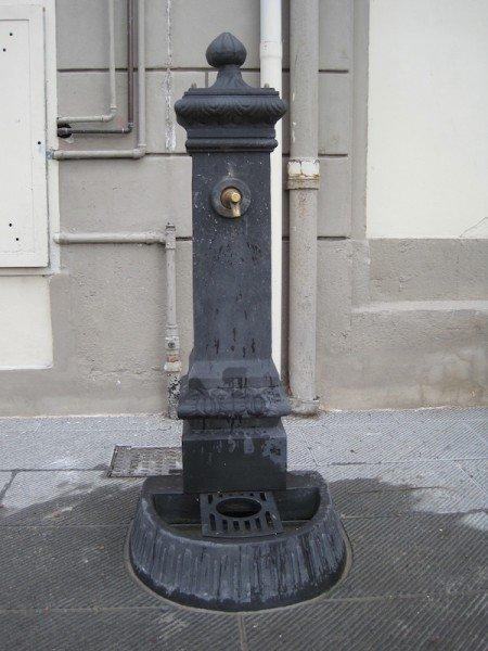 Water fountain in Borgo Giannotti