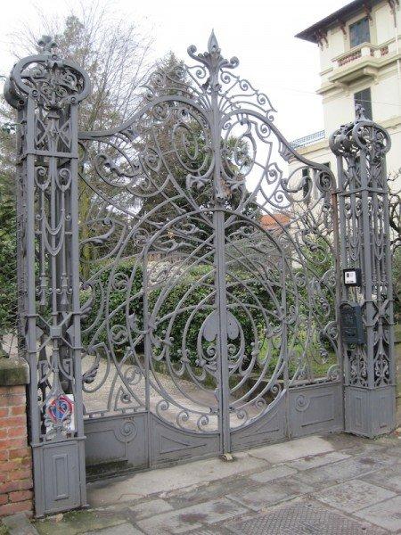 Stile Liberty iron gate