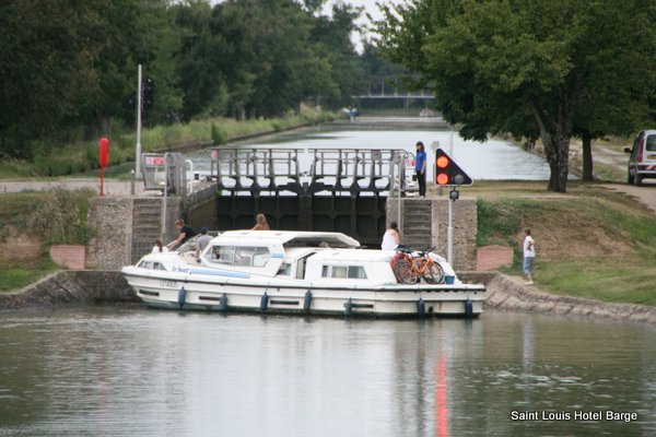 A hire boat having difficulty entering a lock