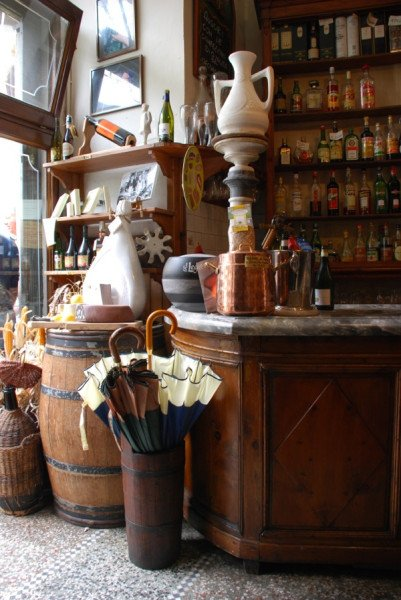 The bar at Osteria Il Vecchio Mulino with marble ham in background (photo: Jeff Blaine)