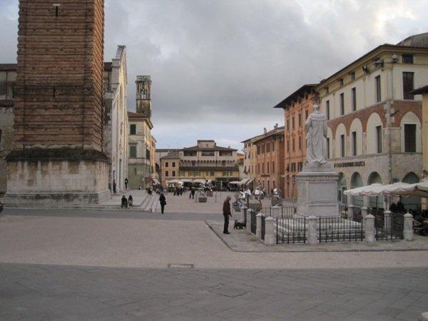 Grand piazza, Pietrasanta