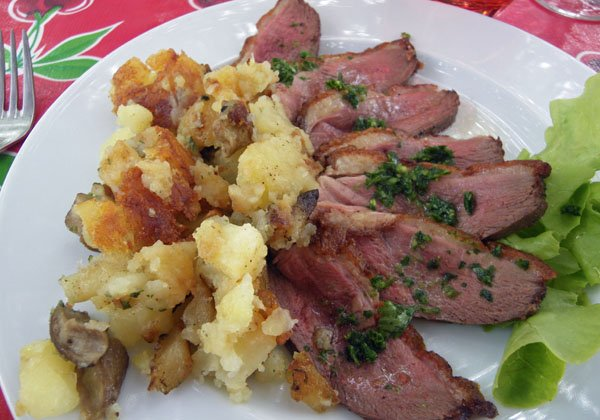 Magret de canard with pommes sarladaise
