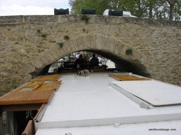 The Saint Louis passing through Capestang bridge