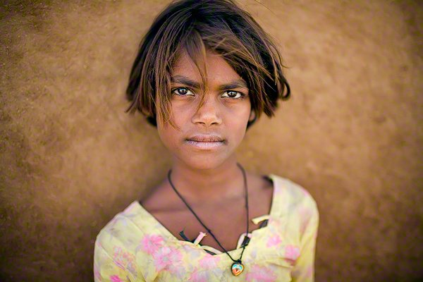India, Rajasthan, portrait of young village girl