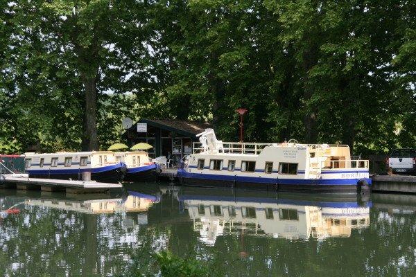 The Minervois Cruisers fleet at Meilhan-sur-Garonne