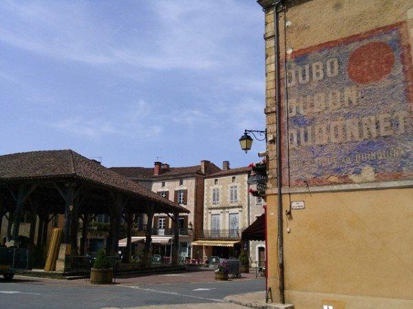 06061401 Belves market center