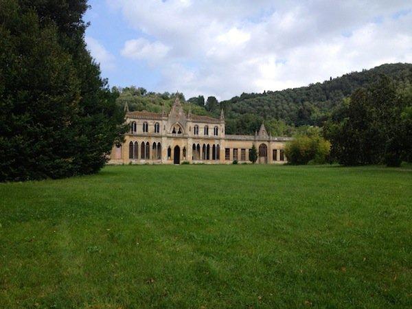 Villa Roncioni houses the Cerratteli costume museum.