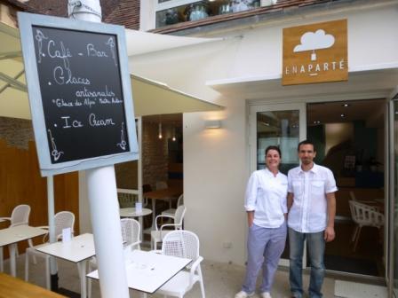 Aurelie & Matthieu outside their charming cafe/bar, ENAPARTE in Montignac