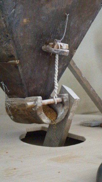 How to mill wheat with grindstones