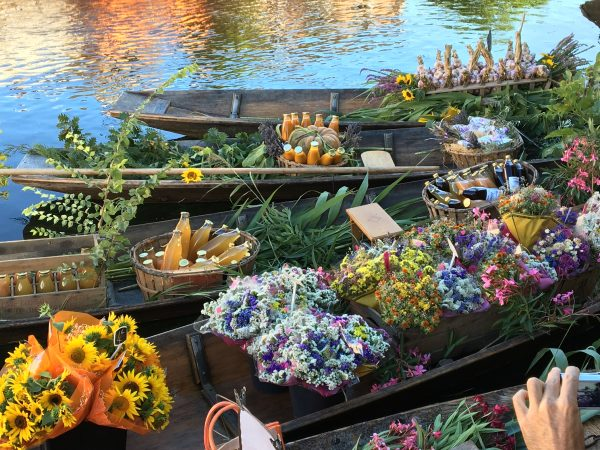 6 Four boats fruit juice, sunflowers