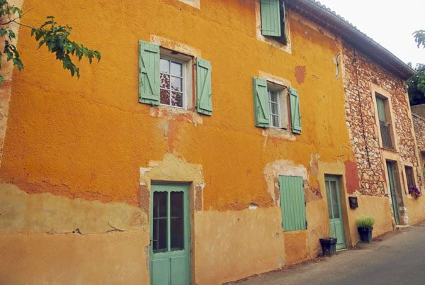 A quiet street in Roussillon