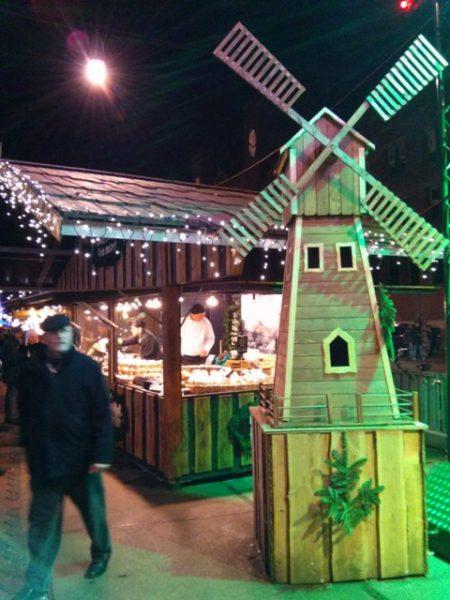 01011402-christmas-unique-booths-unlike-aix-paris