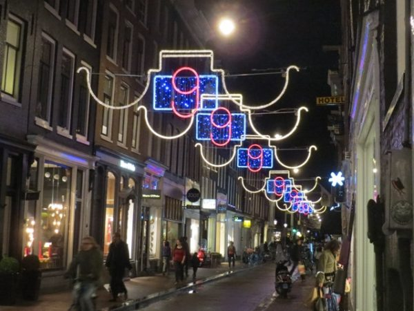 01041404-nine-streets-lights