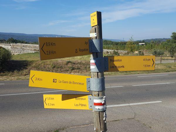 Signpost - Pont Julien