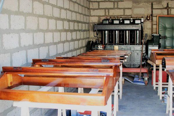 boat varnishing
