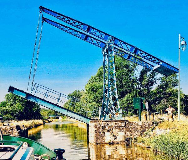 lighting bridge on the nivernais