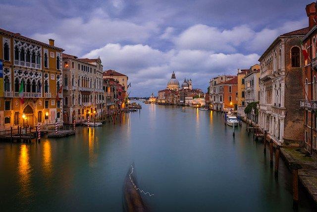 Accademia_blue_hour_Venice_2