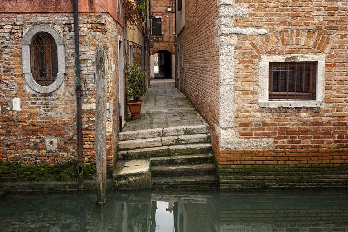 Venice_Italy_back alley_1200