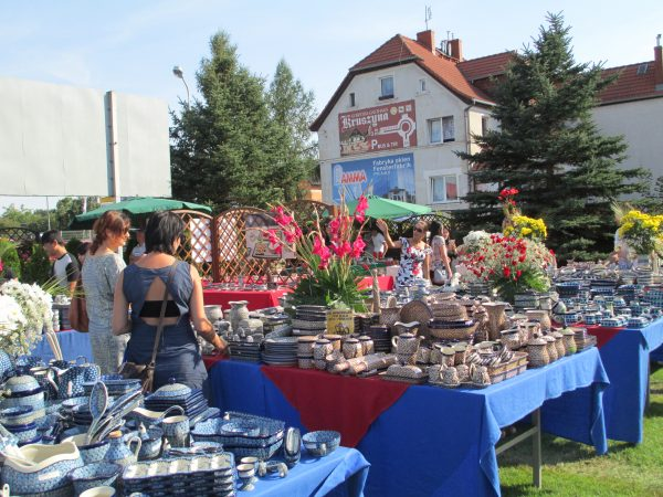 Polish Pottery display table at the festival