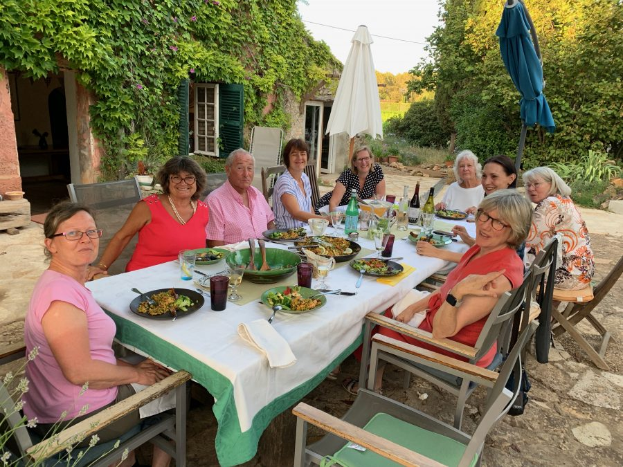 Paint Provence with Tess - group at dinner
