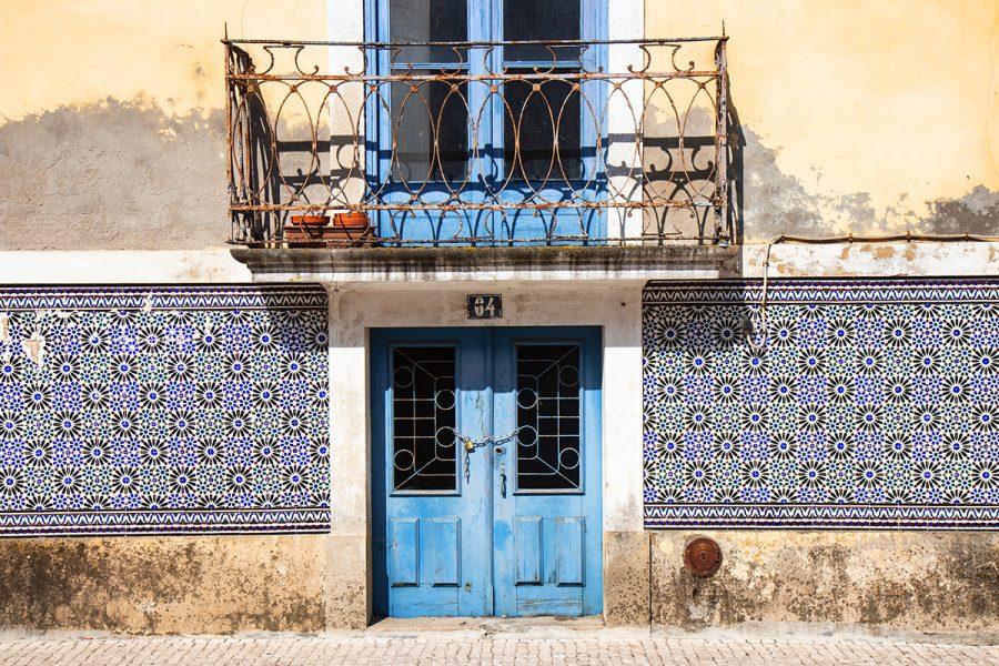 colorful-tiles-of-portugal-door-balcony-aveiro