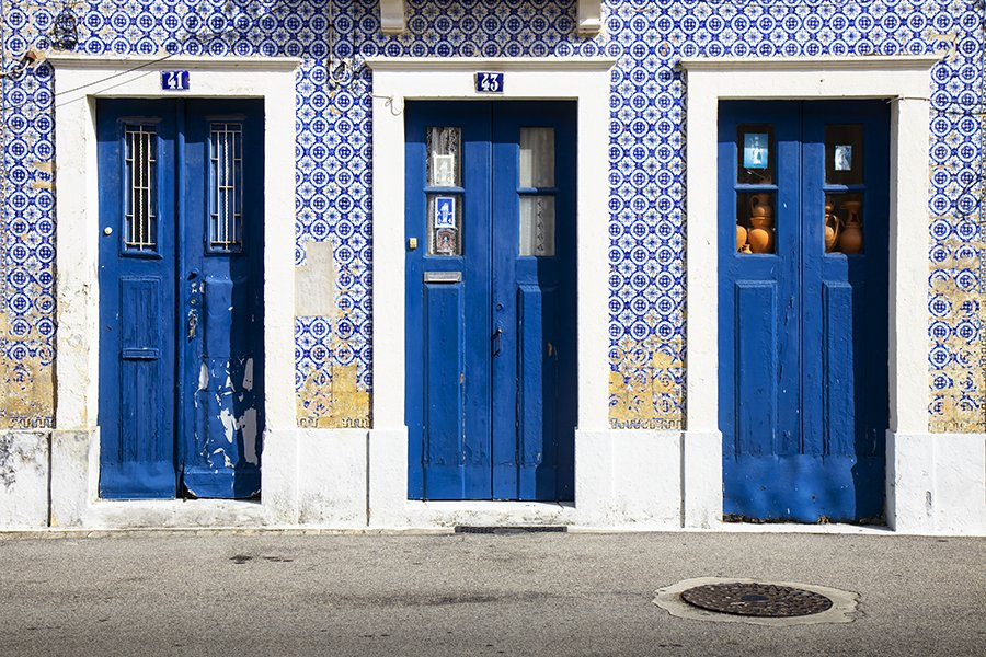 colorful-tiles-of-portugal-wall-3-doors-aveiro