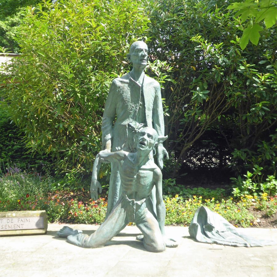 Sculpture of an Alsatian prisoner of war